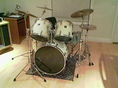 drummer(0.0), timbale(0.0), snare drum(0.0), electronic instrument(0.0), tom-tom drum(1.0), percussion(1.0), bass drum(1.0), drums(1.0), drum(1.0), timbales(1.0), skin-head percussion instrument(1.0),