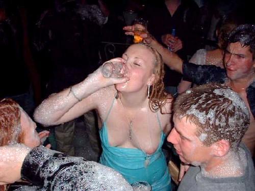самые популярные фото голых пяных девушик