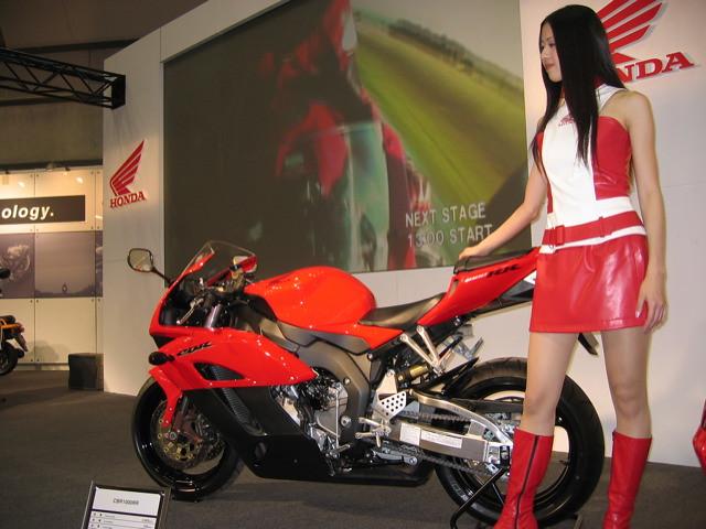 Honda CBR1000RR, Canon IXY DIGITAL 400