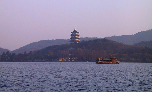 west lake, hangzhou, china by CC user preetamrai on Flickr