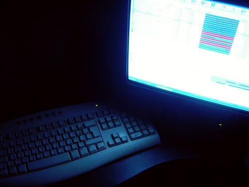 Un ordenador descargándose contenidos
