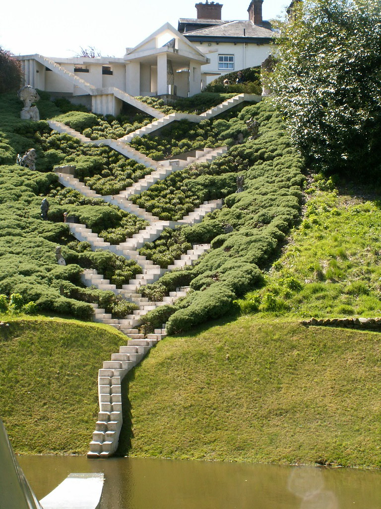 The Garden of Cosmic Speculation Scotland