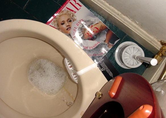 Toilet + Gwen
