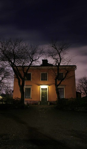 spooky house by arndalarm