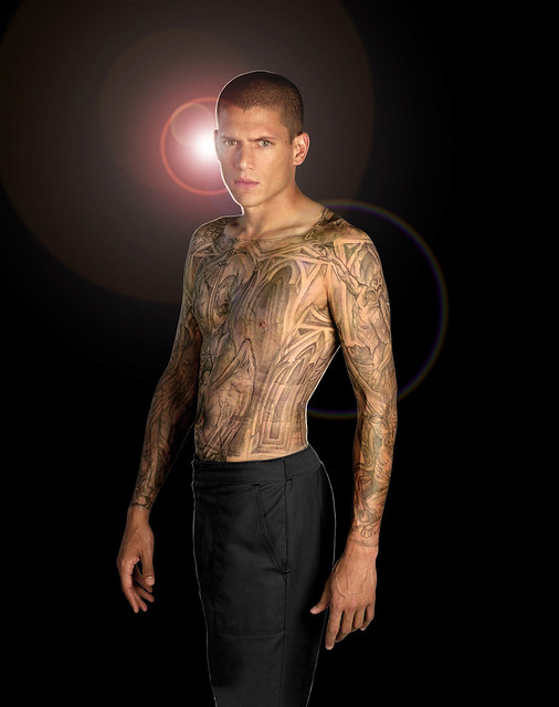 prison break michael scofield the entire prison's map tattooed on his