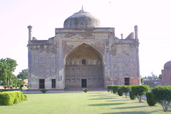 Unravel the mystery of Chini Ka Rauza - Things to do in Agra