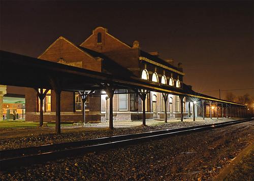 nightphotography railroad wisconsin nikond70 trainstation oldbuilding racine traindepot nationalregisterofhistoricplaces