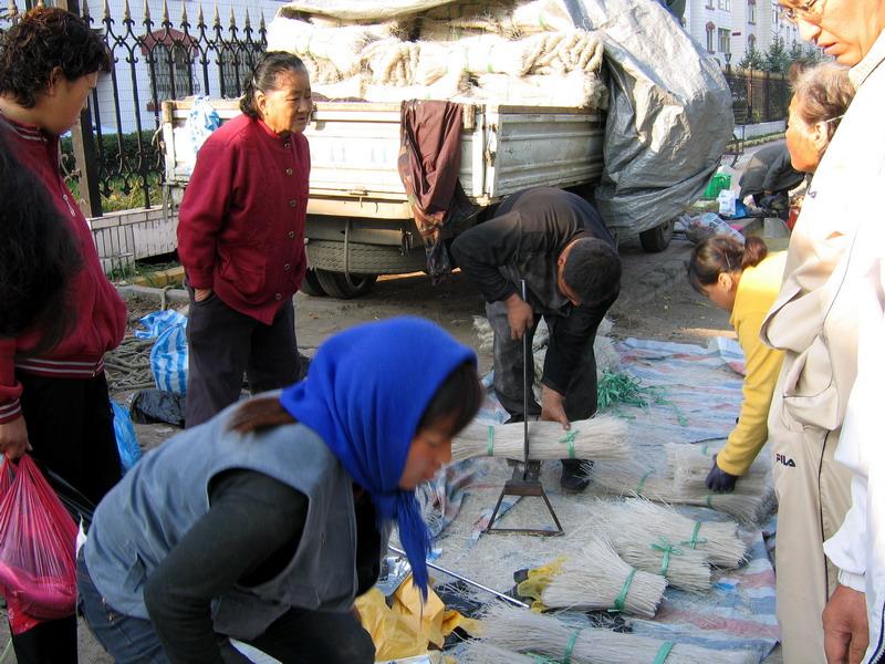 People: Cutting rice noodles in Yanji