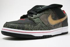textile(0.0), leather(0.0), outdoor shoe(1.0), brown(1.0), sneakers(1.0), footwear(1.0), white(1.0), shoe(1.0), maroon(1.0), grey(1.0), skate shoe(1.0), athletic shoe(1.0), brand(1.0), black(1.0),