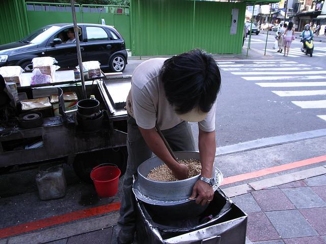 6.把麥芽糖倒入米香攪拌
