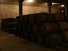 wood(1.0), barrel(1.0), winery(1.0), lighting(1.0),