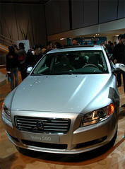 automobile(1.0), automotive exterior(1.0), executive car(1.0), wheel(1.0), vehicle(1.0), automotive design(1.0), auto show(1.0), mid-size car(1.0), volvo s80(1.0), bumper(1.0), volvo cars(1.0), land vehicle(1.0), luxury vehicle(1.0), vehicle registration plate(1.0),