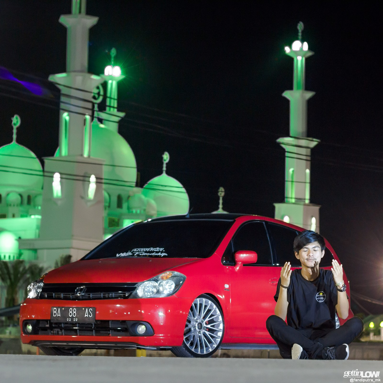 Honda Stream Merah