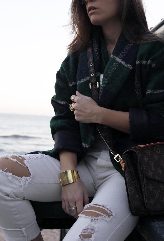 06_Green_tartan_coat_theguestgirl_outfit_laura_santolaria_blogger_barcelona_influencers_inspo_looks_casual