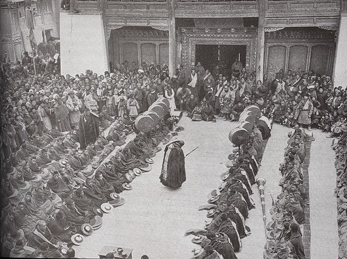 Lamas assemble at Choni (Zhuoni or Jone), Gansu, 1927