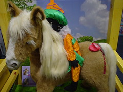 pet(0.0), animal(1.0), yellow(1.0), mammal(1.0), horse(1.0), pony(1.0),