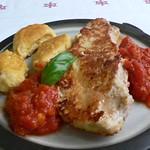 Piccata mit Tomatensauce und Polenta-Nocken