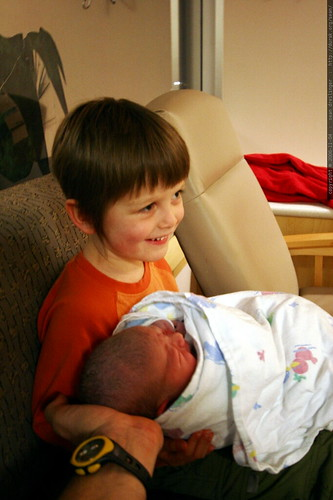 nick holding his baby brother for the first time    MG 4150