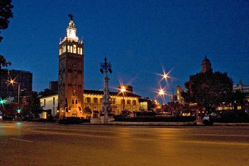 plaza tower lights kansascity nighttime missouri giraldatower countryclubplaza jcnichols sevillelightfountain