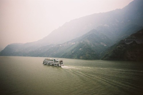 Eugene Regis' photo of a cruise ship on the Yangtze.