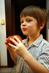 a boy and his enormous apple    MG 5570