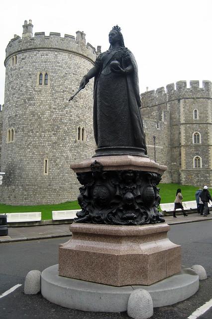 Uk Windsor Windsor Castle Queen Victoria Statue