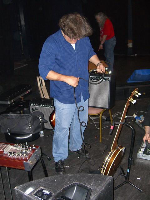 Jon Rauhouse tidying up after Shepherds Bush Empire 2006 gig