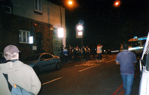 catford-bridge-fight-police-jump-in