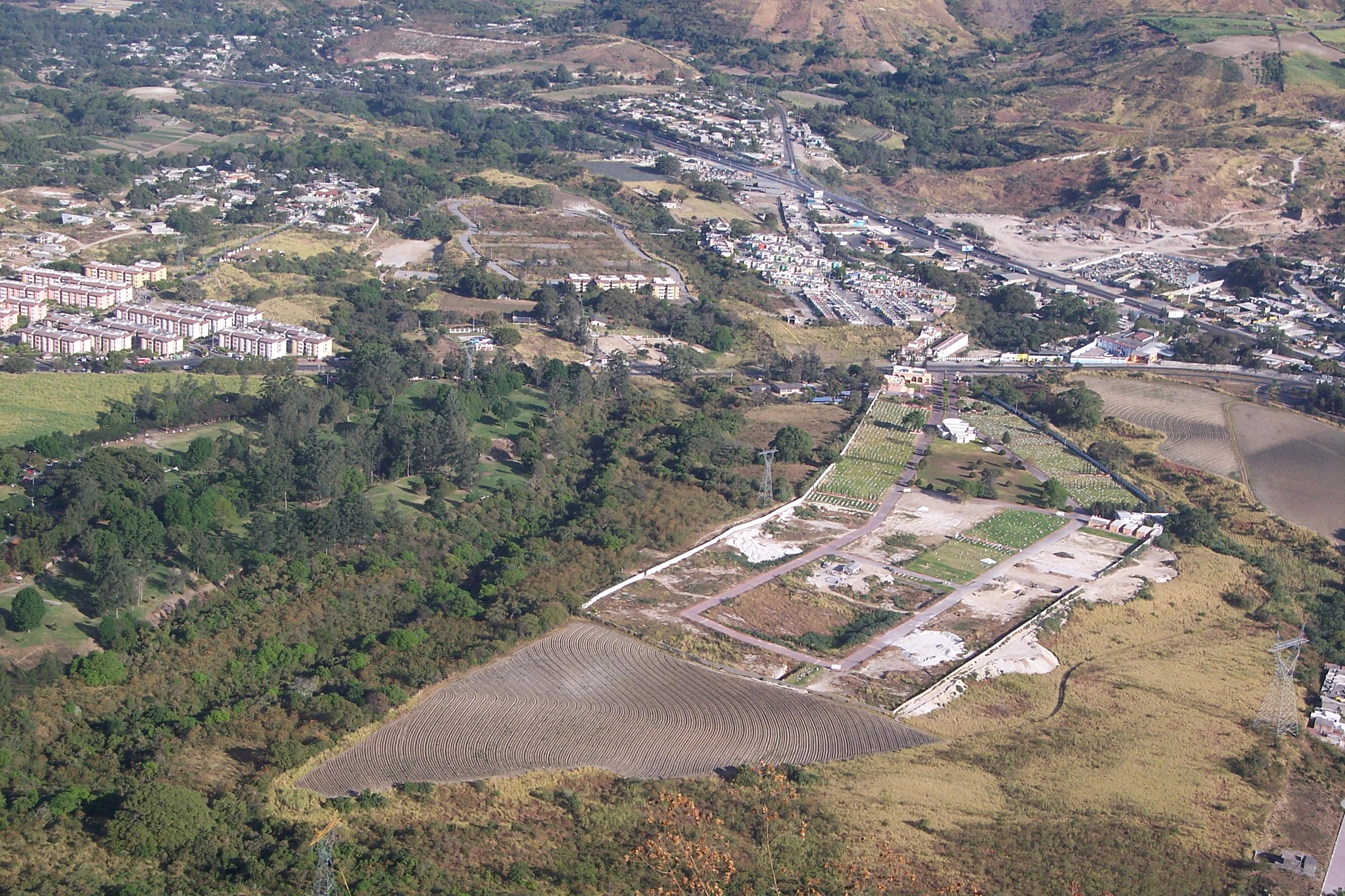 Panteon jardines de san juan y otras colonias for Cementerio jardin