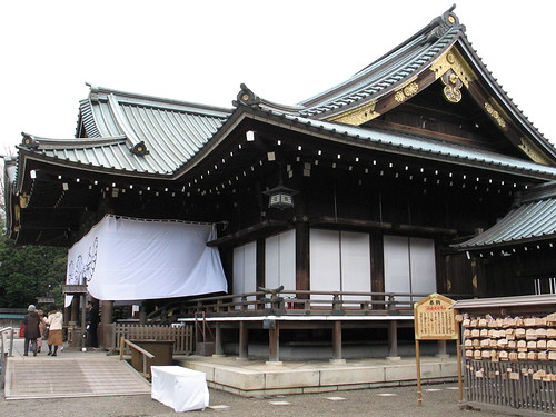 Yasakuni Shrine, Shinto memorial to soldiers killed in war - uninvolved observer