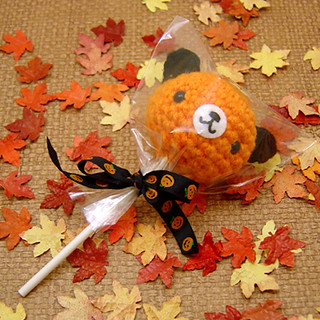 Amigurumi Halloween orange bear lollipop
