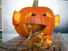 carving(1.0), orange(1.0), pumpkin(1.0), halloween(1.0), calabaza(1.0), produce(1.0), winter squash(1.0), jack-o'-lantern(1.0), cucurbita(1.0),