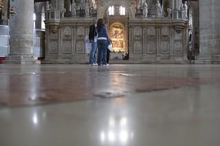 Obrázek Basilica di Santa Maria Gloriosa dei Frari. venice people italy interiors