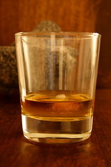 alcohol, old fashioned glass, whisky, old fashioned, drinkware, distilled beverage, liqueur, glass, drink, alcoholic beverage,