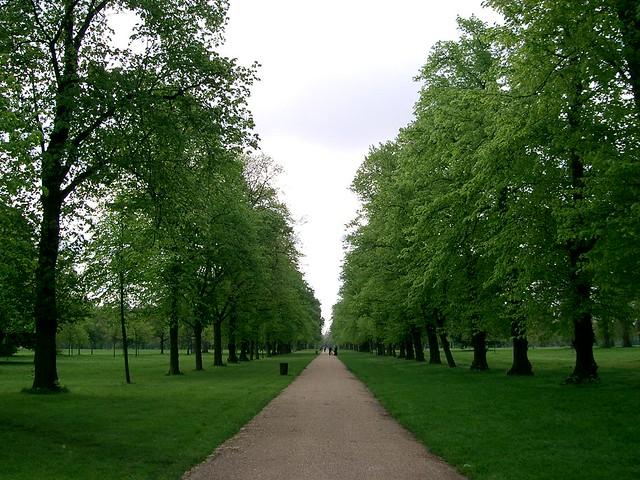 Kensington Gardens in London, England - Flickr image by edwin11