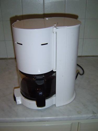 CLEAN COFFEE POT WITH VINEGAR : CLEAN COFFEE POT - BISSELL BIG GREEN CLEANING MACHINE