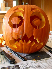 holiday(0.0), carving(1.0), art(1.0), orange(1.0), pumpkin(1.0), halloween(1.0), calabaza(1.0), produce(1.0), winter squash(1.0), jack-o'-lantern(1.0),