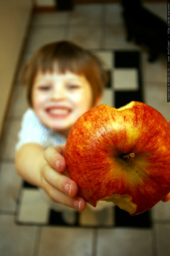"""this apple is as big as my head""    MG 5568"