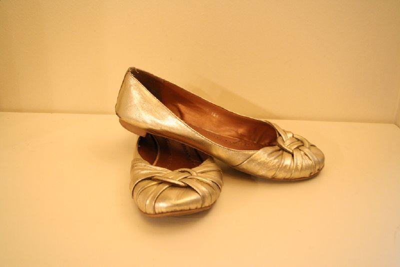 Golden ballerinas
