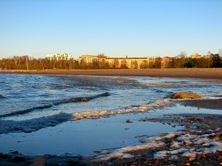 Image of  Hietarannan uimaranta  near  Helsinki. sea ice beach helsinki hietaniemi hietsu