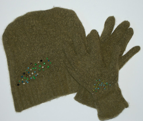 Beaded cap & mittens