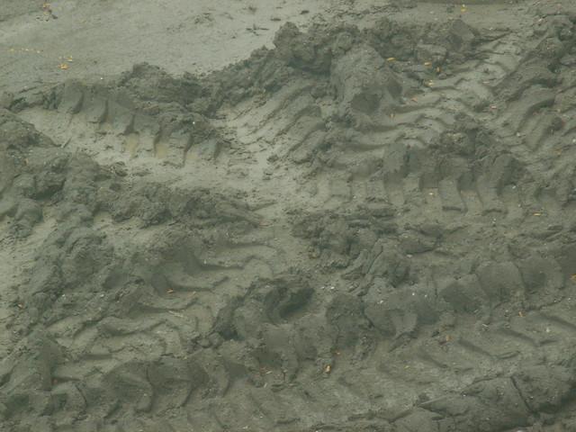 Mud Tire Tracks Tire Tracks: Mud Flowe...