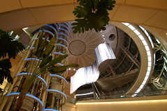 夜の東京国際空港(羽田空港)国内線第2ターミナル。 (2006/09/09 Tokyo International Airport, JAPAN)