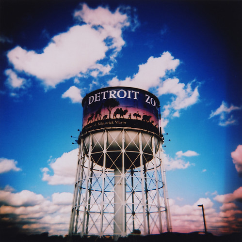 2006.10.01 - detroit zoo - watertower holga