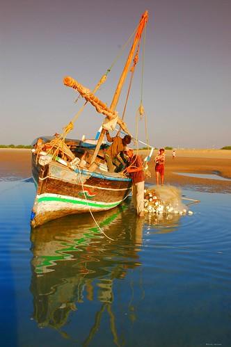 sunrise boat fishermen seashoremandvigujaratindia