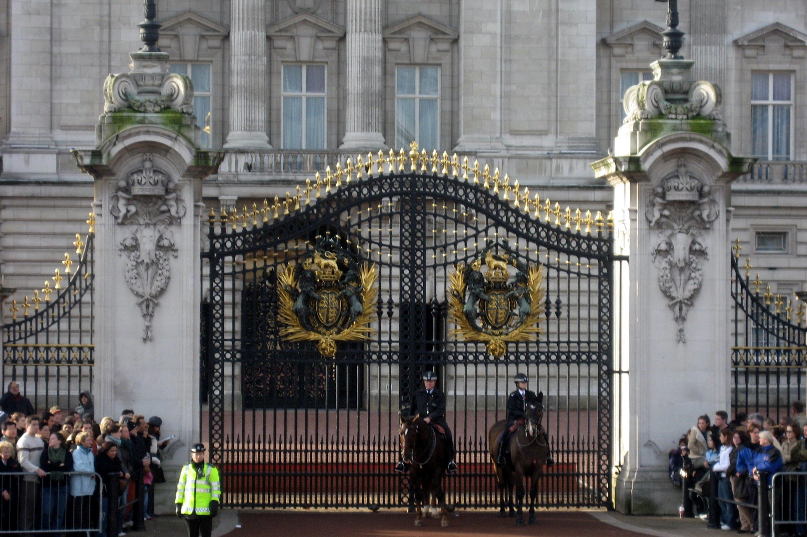 Uk london st james s buckingham palace gate flickr