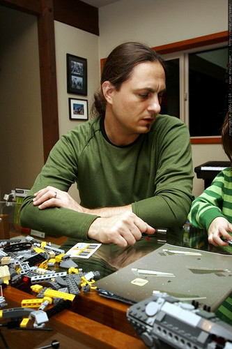 sean helping with nick's lego b wing fighter    MG 5565