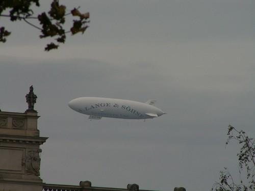 Der Commandant in Gesellschaft seiner Passagiere und Mannschaften fuhr mit dem Zeppelin von Dresden nach Greenwich 2006 www.7sky.de