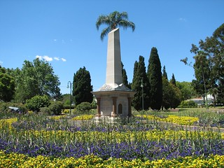 Bild von The Thomas Memorial. canon geotagged memorial australia queenspark obelisk queensland s2is toowoomba botanicgardens 1882 historicaustralia alfredthomas thethomasmemorial queenslandgeocachingspringpicnic2006 geolat27557405 geolon151963282