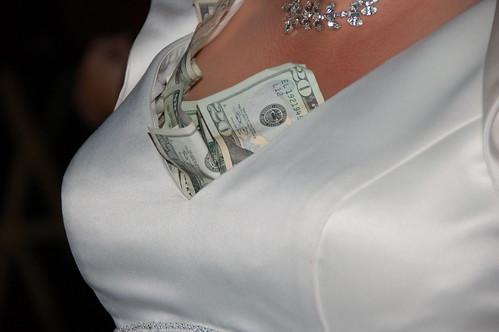 結婚式の費用の頭金が急に払えなくなった!でもせっかく決まった結婚のチャンスを逃したくない